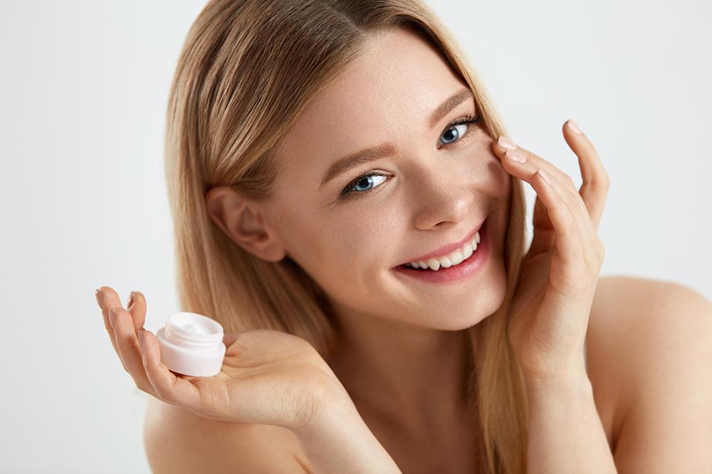 What Makes the Best Under-Eye Cream? Take a Look at Ingredients that Work Wonders